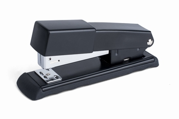 Metalen nietmachine 24/6 - 26/6 zwart half strip